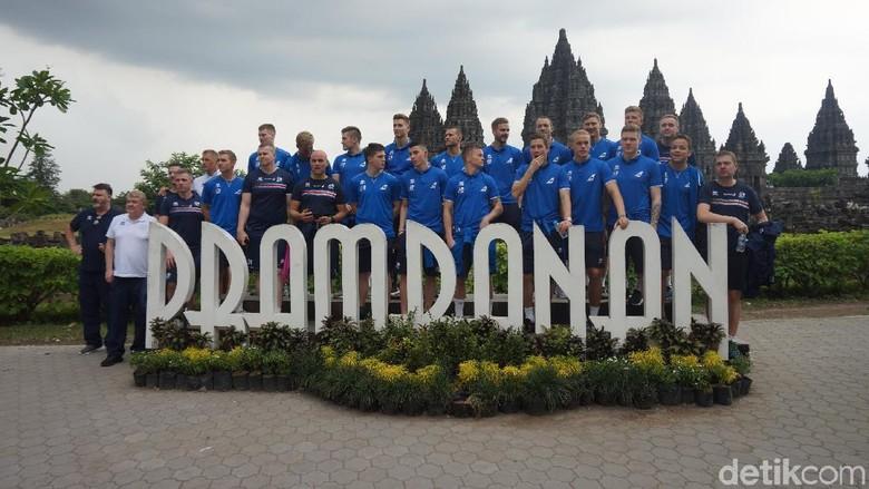 Sebelum Hadapi Indonesia Selection, Timnas Islandia ke Candi Prambanan