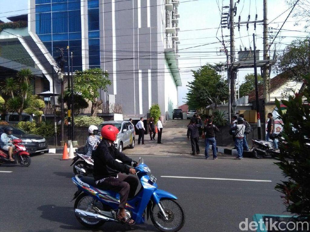 Pilu Wanita dan Balita Tewas Terjun dari Hotel Lantai 11 di Pati