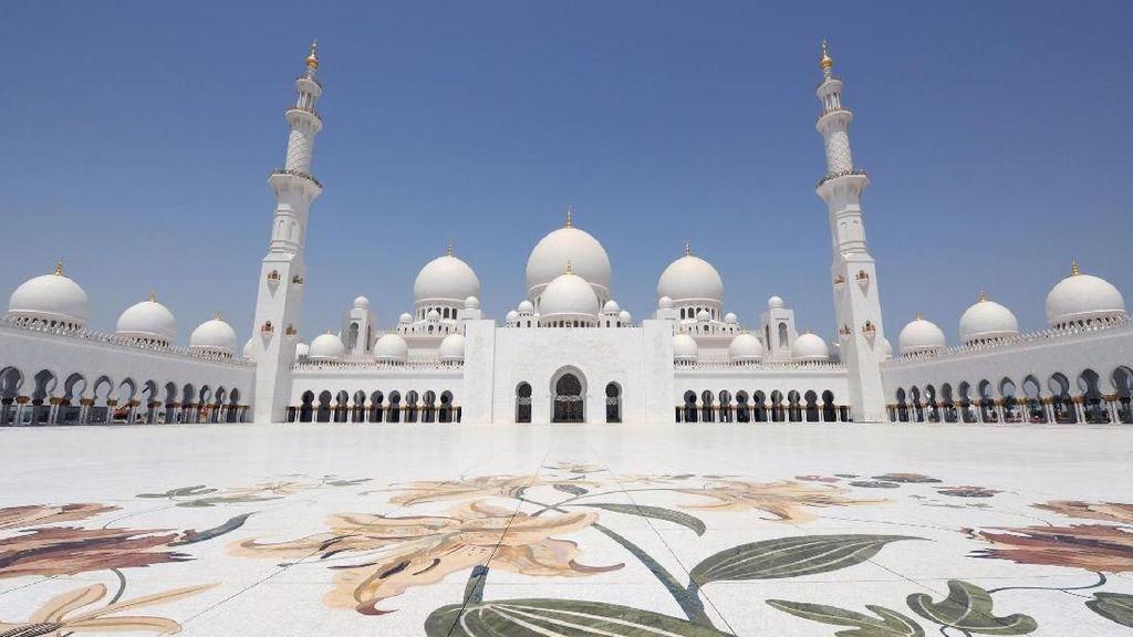 Foto: Masjid Putih yang Dikunjungi Raffi Ahmad dan Selebriti Dunia