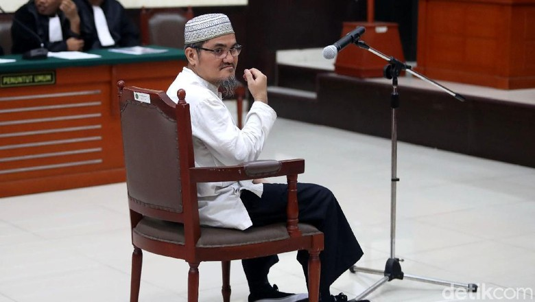 Tolak Keberatan Pengacara, Hakim Lanjutkan Sidang Jonru
