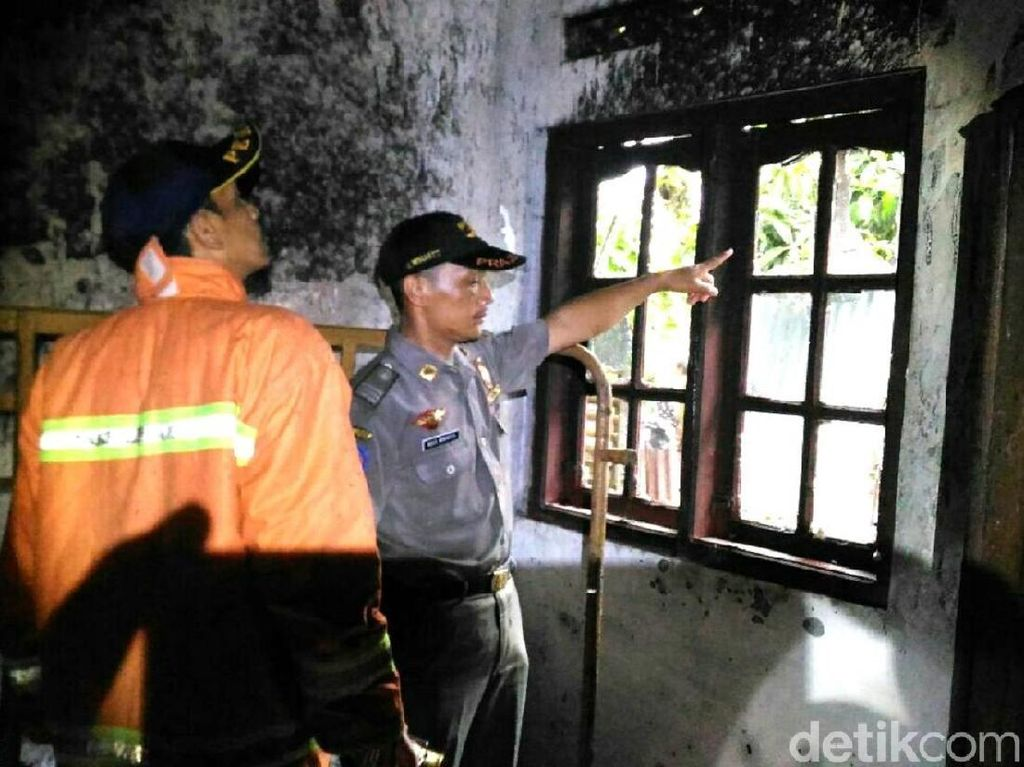 Rumah Warga di Kebumen Terbakar Akibat Tersambar Petir