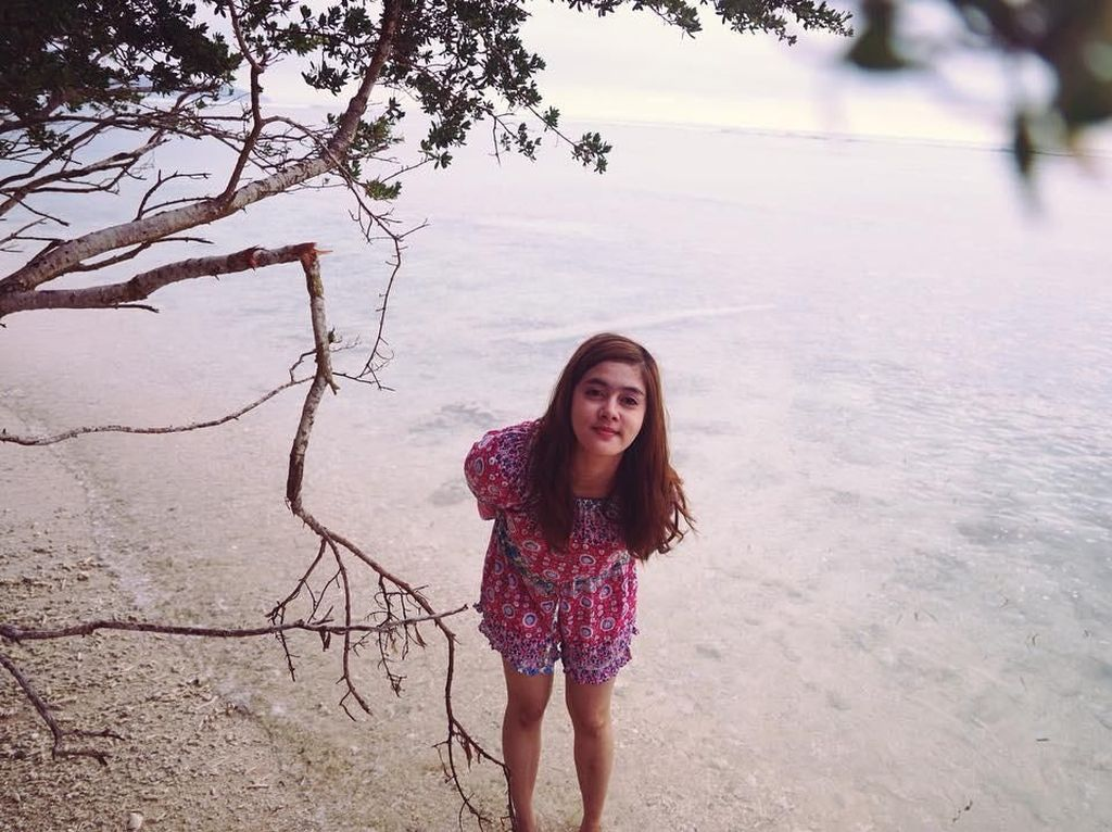 Foto: Biby Alraen, Istri Rifky Balweel yang Suka Pantai