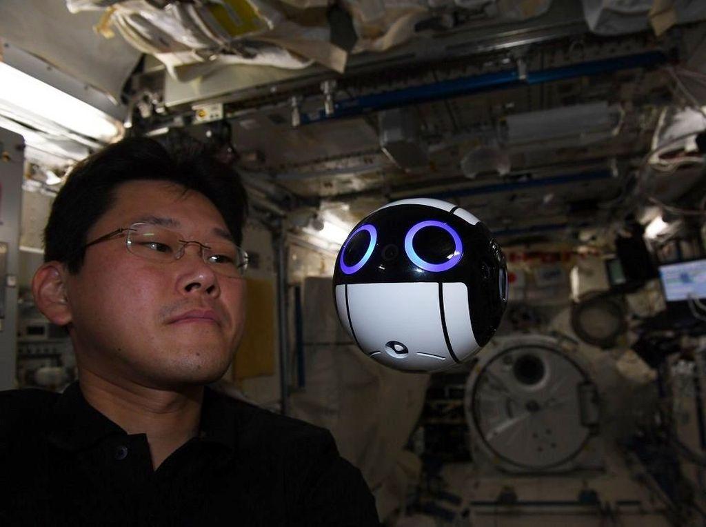 Usai Mengaku Tambah Tinggi 9 Cm, Astronot Jepang Minta Maaf