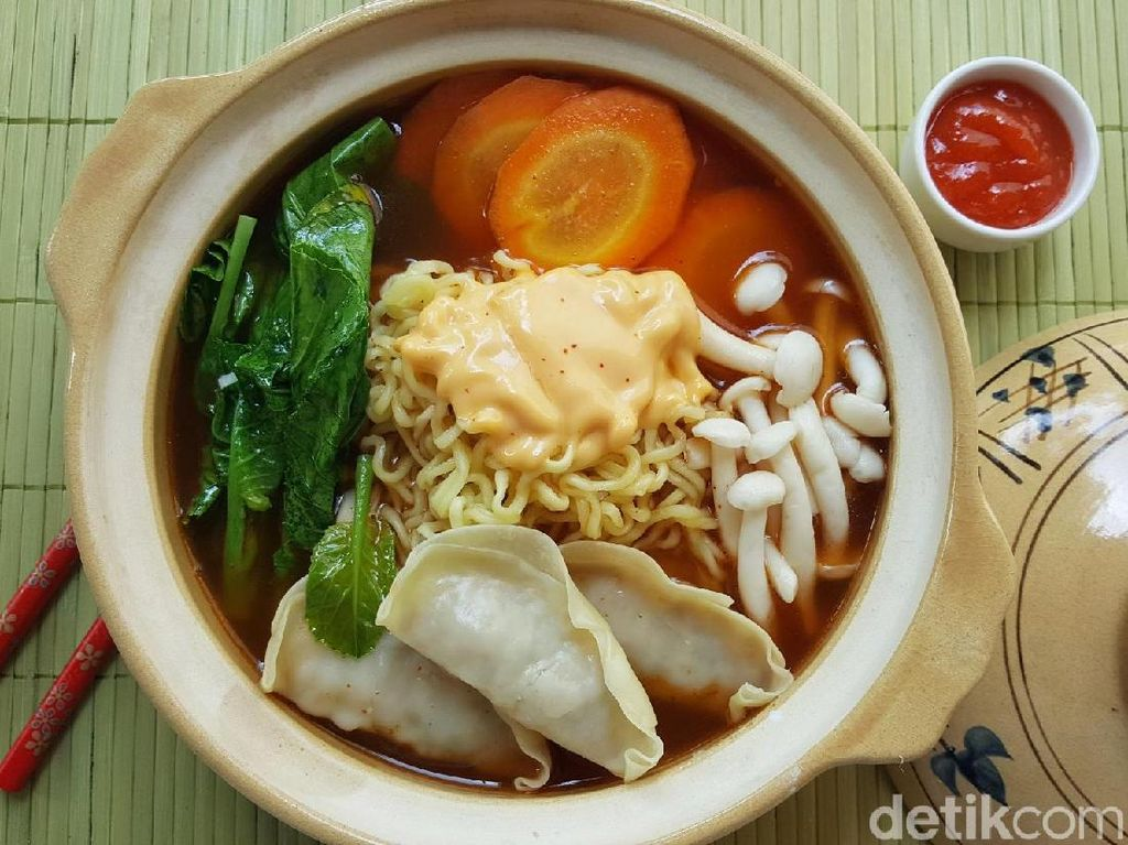 Resep Mie : Hot Ramen Soup with Fiesta  Gyoza