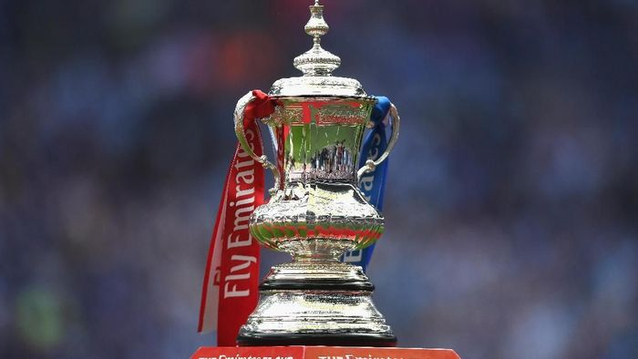 LONDON, ENGLAND - MAY 27: The FA Cup Trophy is seen prior to The Emirates FA Cup Final between Arsenal and Chelsea at Wembley Stadium on May 27, 2017 in London, England.  (Photo by Laurence Griffiths/Getty Images)
