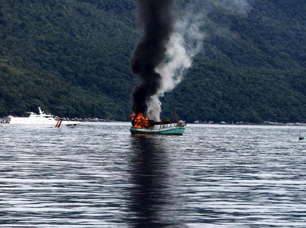 Ada Kapal Maling Ikan, Ditenggelamkan atau Dilelang?