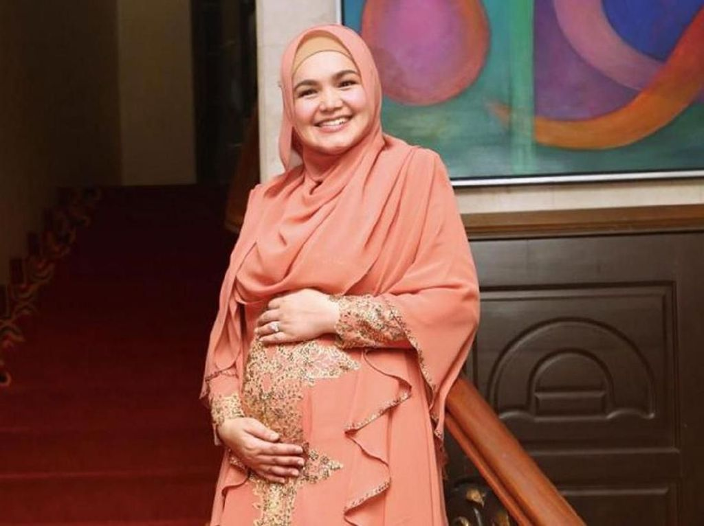 Setelah Menanti 11 Tahun, Anak Pertama Siti Nurhaliza Lahir