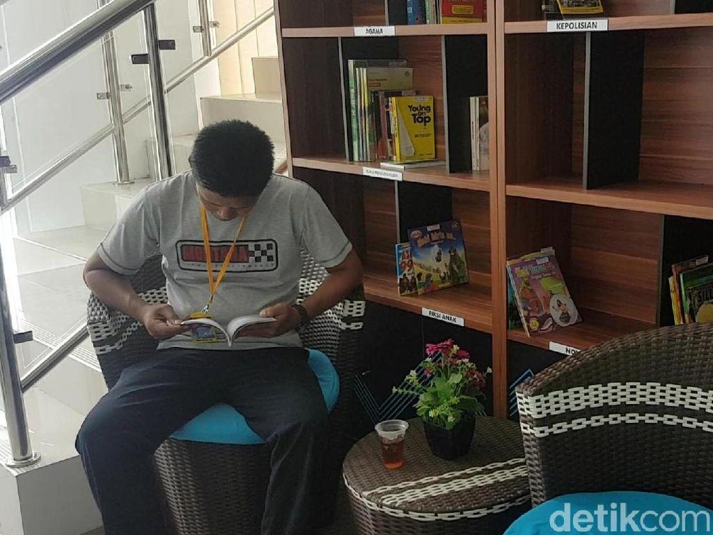 Pojok Baca dan Internet Gratis Manjakan Pemohon SIM di Sukabumi