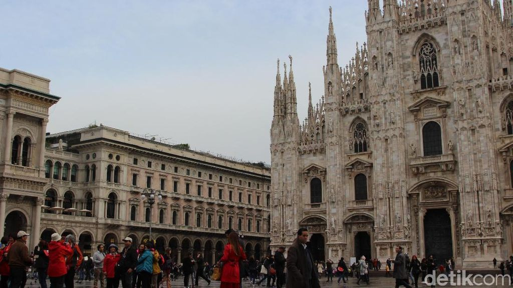 Foto: Merpati-merpati Cantik & Alun-alun Nyaman Kota Milan