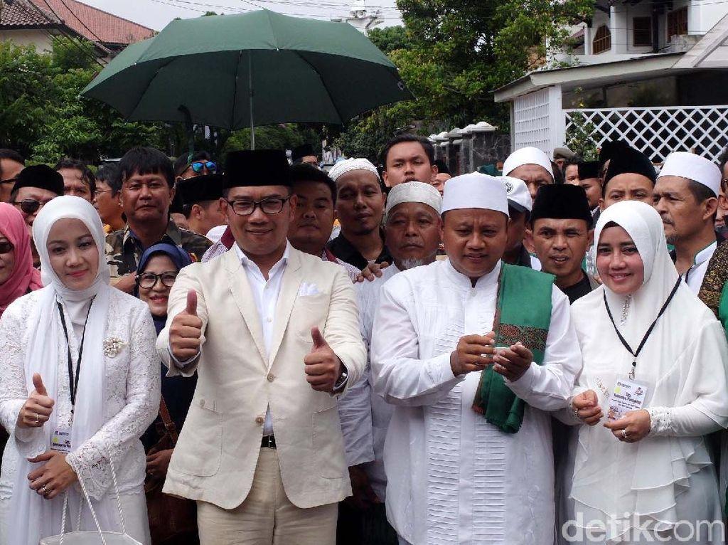 Ridwan Kamil-Uu Mendaftar ke KPU Jabar