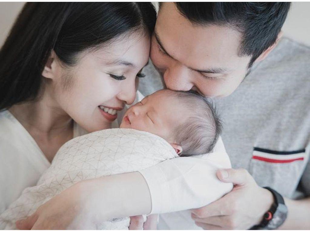 Baby RM, Anak Sandra Dewi Ini Memang Ganteng Sejak Lahir