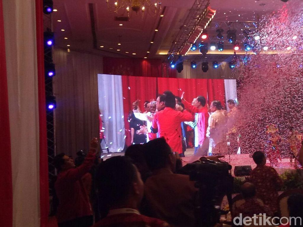 Saat Jokowi, Mega, hingga JK Joget Maumere di HUT PDIP