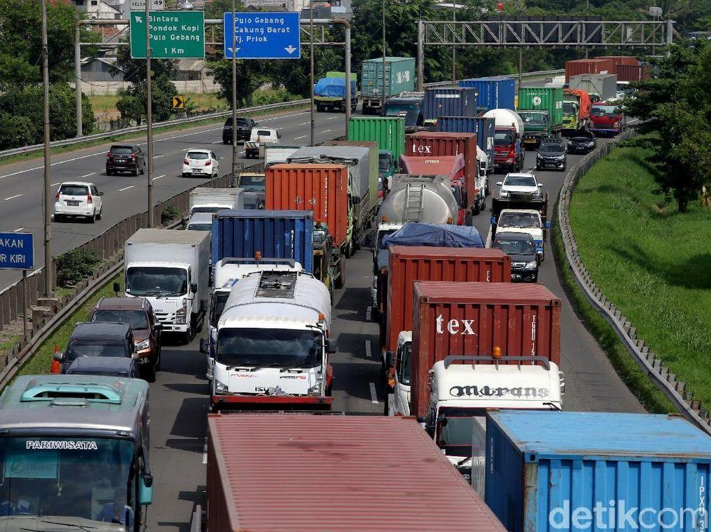 Tekan Polusi, Anies Minta Kendaraan Berat Masuk JORR harus Lulus Uji Emisi