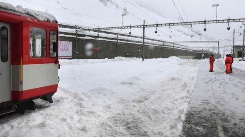 Hujan Salju Lebat, Lebih dari 13.000 Orang Terjebak di Resor Ski Swiss