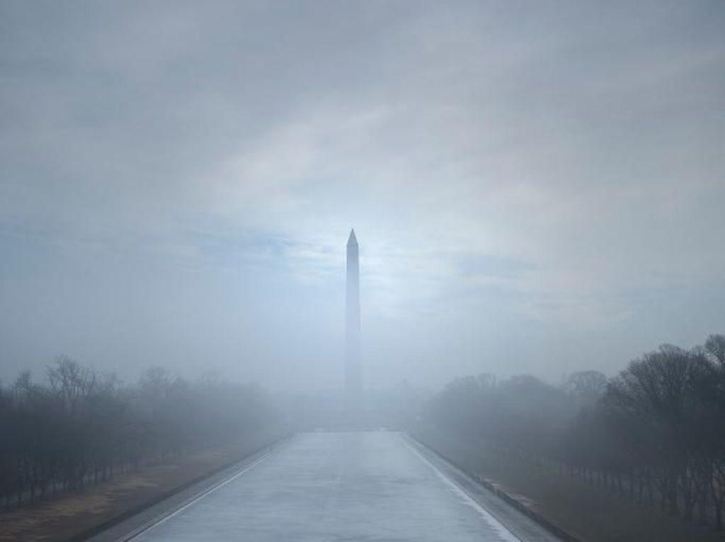 Saat Monumen di Washington DC Hilang Ditelan Kabut