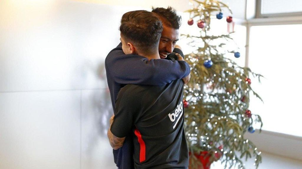 Foto: Pelukan untuk Coutinho dari Keluarga Barunya di Barca