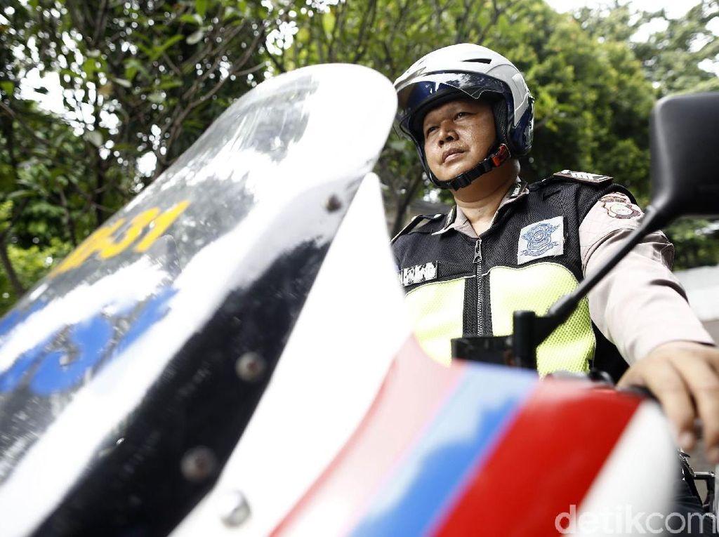 Mengintip Aktivitas Sang Polisi Pengawal