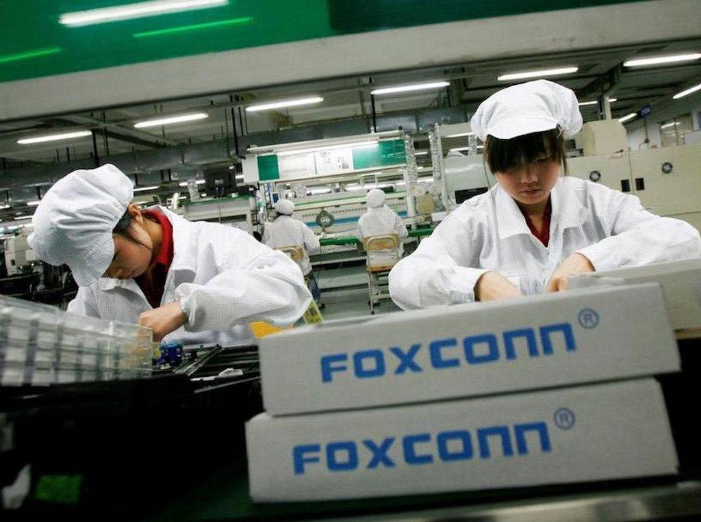iPhone 12 Segera Diproduksi, Foxconn Rekrut Pekerja