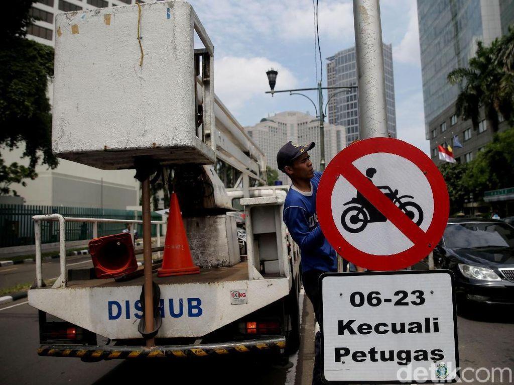Selama Rambu Belum Dicopot, Motor Tak Bisa Lewat Thamrin!