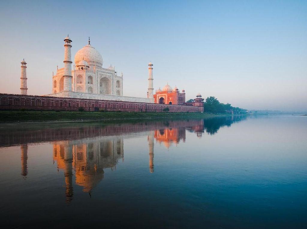 Ternyata, Begini Cara Membersihkan Taj Mahal