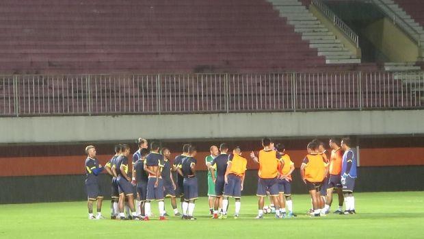 Indoensia Selection berlatih di Stadion Maguwoharjo