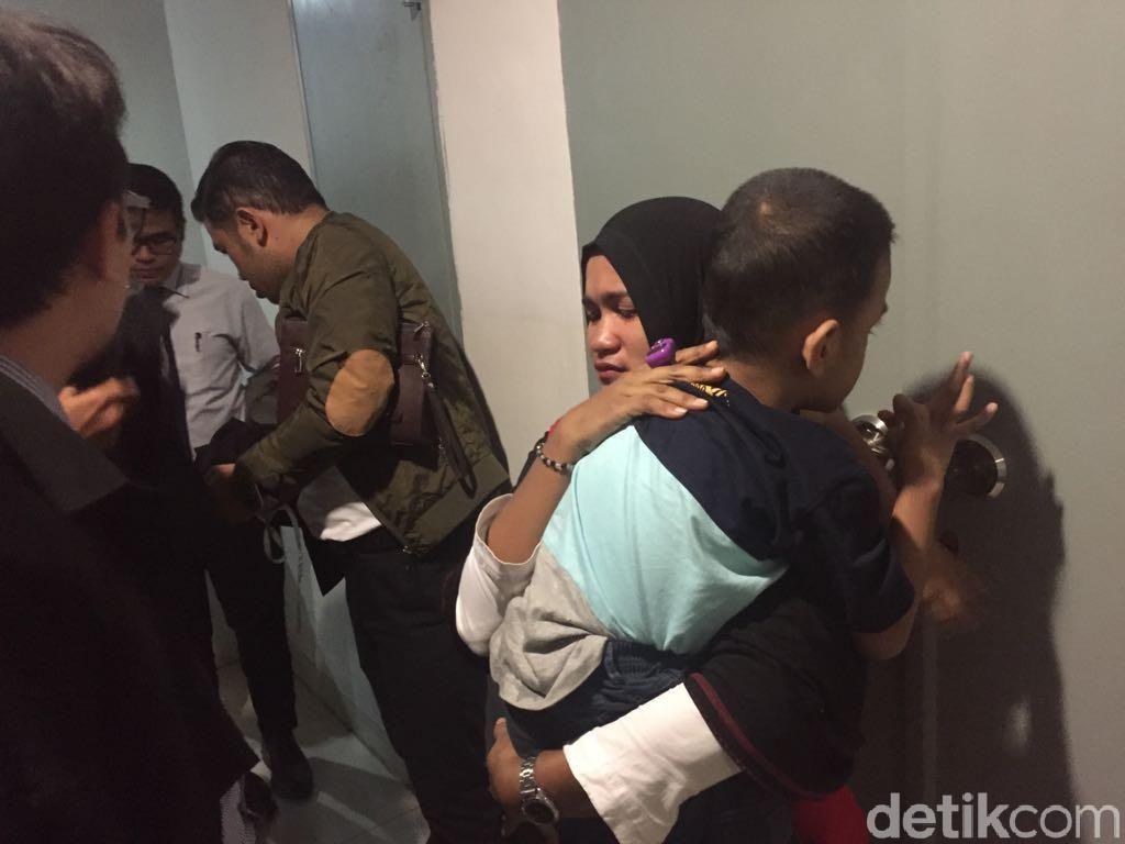 Eksploitasi Anak, Ria Divonis 8 Bulan Penjara