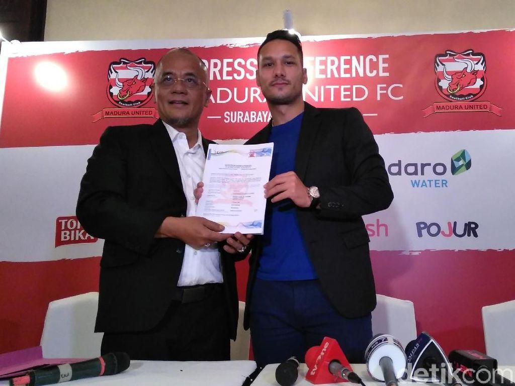 Raphael Maitimo Gabung Madura United