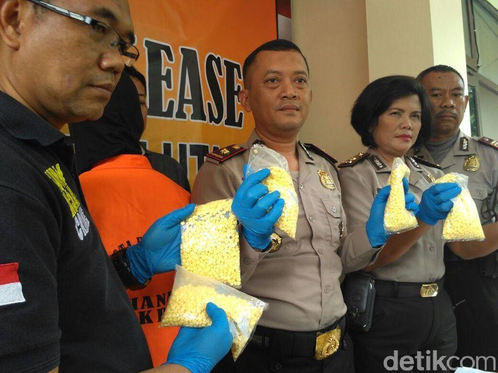 Polisi Tangkap Penjual Pil X di Bekasi