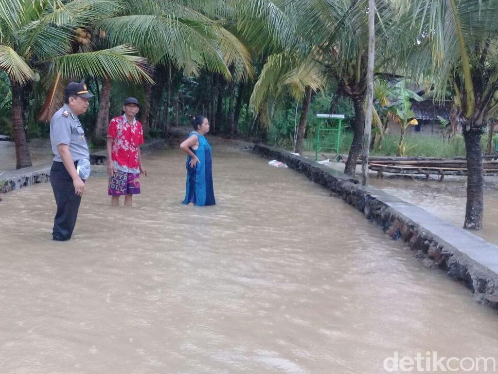 Lima Desa di Banyuwangi Diterjang Banjir, Dua Jembatan Hanyut