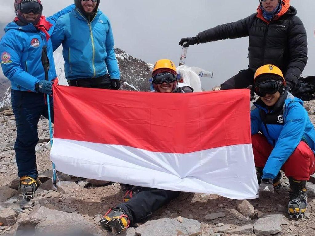 Mengibarkan Merah Putih di Puncak Gunung Aconcagua