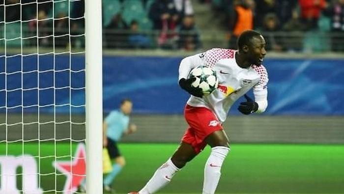 Liverpool harus mempertahankan Emre Can supaya Naby Keita bisa maksimal saat datang musim panas nanti (John MACDOUGALL/AFP)