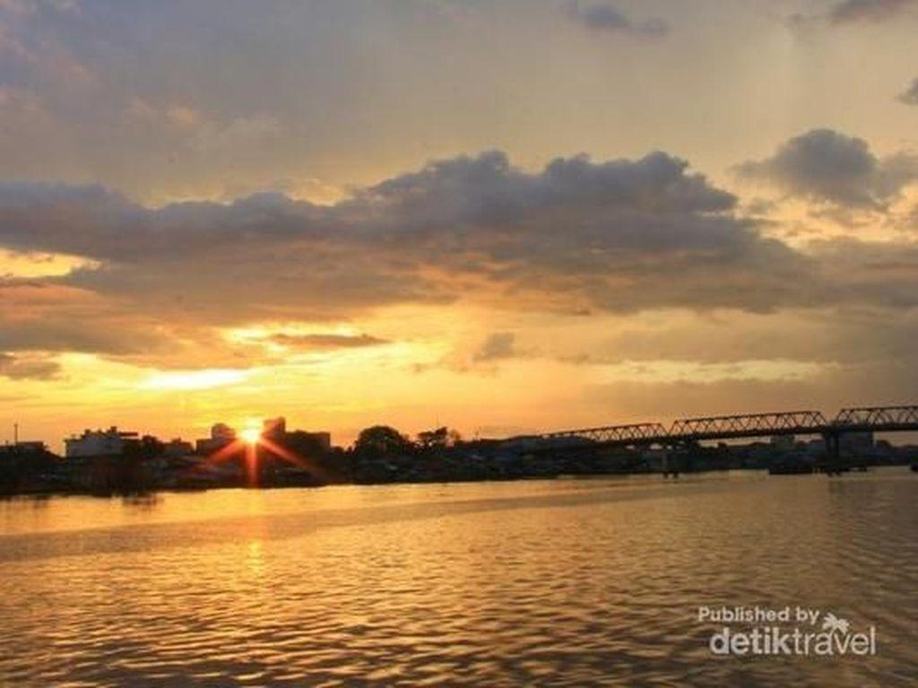 Beginilah Keromantisan Sunset dari Kapuas