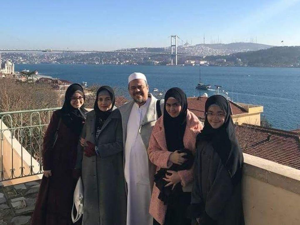 Putri Habib Rizieq Ikut Menyeberang dari Oman ke Yaman