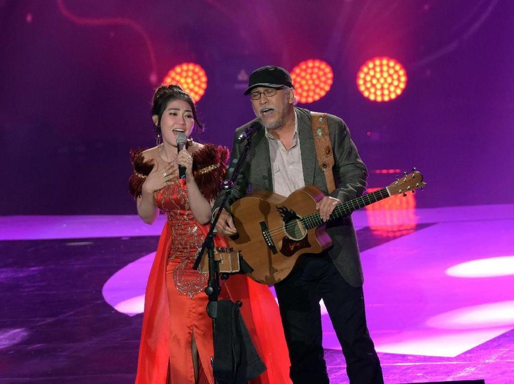 Duet dengan Via Vallen, Iwan Fals Perdana Nyanyi Dangdut