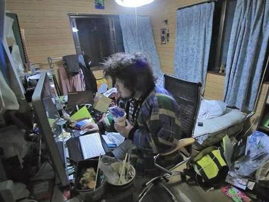 Fenomena Pemuda Jepang Bersembunyi dan Cuma Ngenet di Kamar