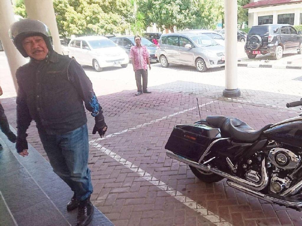 Ngantor Naik Harley, Plt Wali Kota Cilegon: Waduh Nggak Tahu Harganya