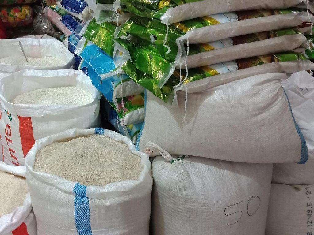 Pedagang Jual Beras Premium Rp 15.000/Kg