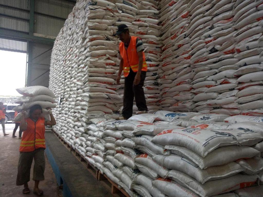 Impor 500.000 Ton Beras Khusus Masuk Bertahap ke Indonesia
