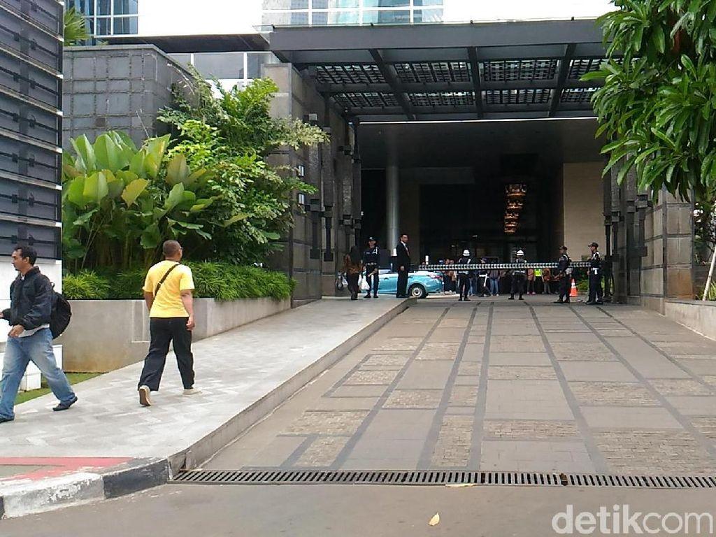 Foto: Penjagaan di Kantor Facebook Jelang Didemo FPI
