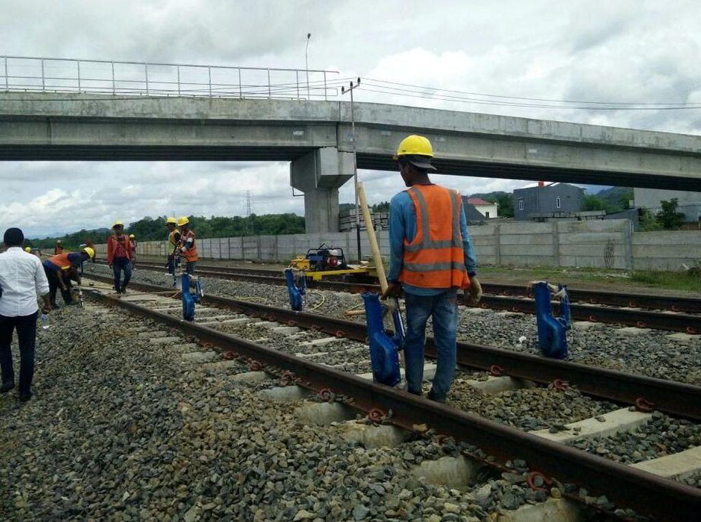 Pak Jokowi Jangan Bangun Jalan Tol Melulu, Kereta Kapan?