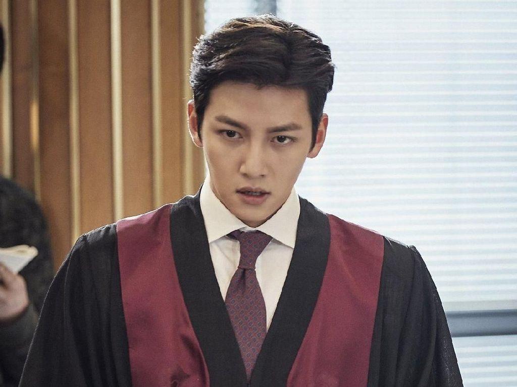 Penampilan Keren 7 Aktor Korea Saat Jadi Jaksa di Drama Ini Bikin Meleleh