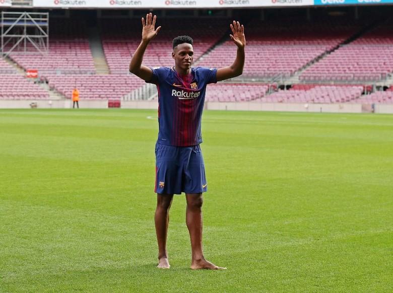 Diperkenalkan di Camp Nou, Yerry Mina Nyeker