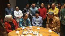 Hadiri Perayaan Natal di JIExpo, Anies-Sandi Kompak Pakai Batik