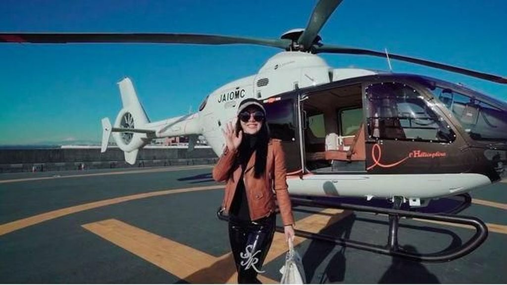 Mewah! Syahrini Naik Helikopter Hermes Rp 134 M, Bawa Tas Hermes Rp 1,9 M