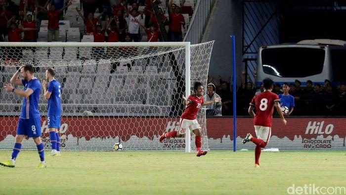 Indonesia mampu unggul 1-0 lebih dulu lewat gol yang dibuat Ilham Udin Armaiyn.