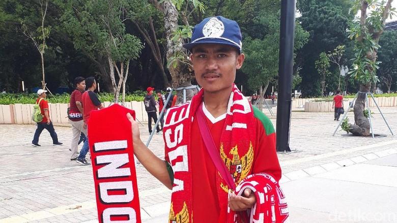 Tak Cuma Jualan Syal, Bobotoh Ini ke Jakarta karena Penasaran dengan SUGBK