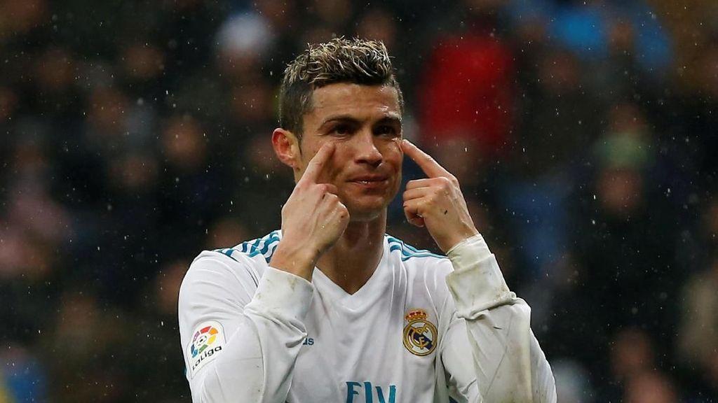 Ronaldo Kabarnya Ingin Gaji Setara Messi