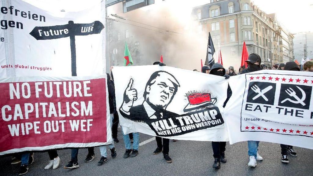 Foto: Aksi Protes di Swiss Tolak Rencana Kedatangan Trump