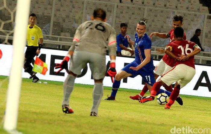 Dalam pertandingan di Stadion Utama Gelora Bung Karno (SUGBK), Minggu (14/1/2018) malam, Timnas tak hanya diperkuat pemain U-23. Andritany Ardhiyasa, Bayu Pradana dan Fachruddin Ariyanto menjadi starter.