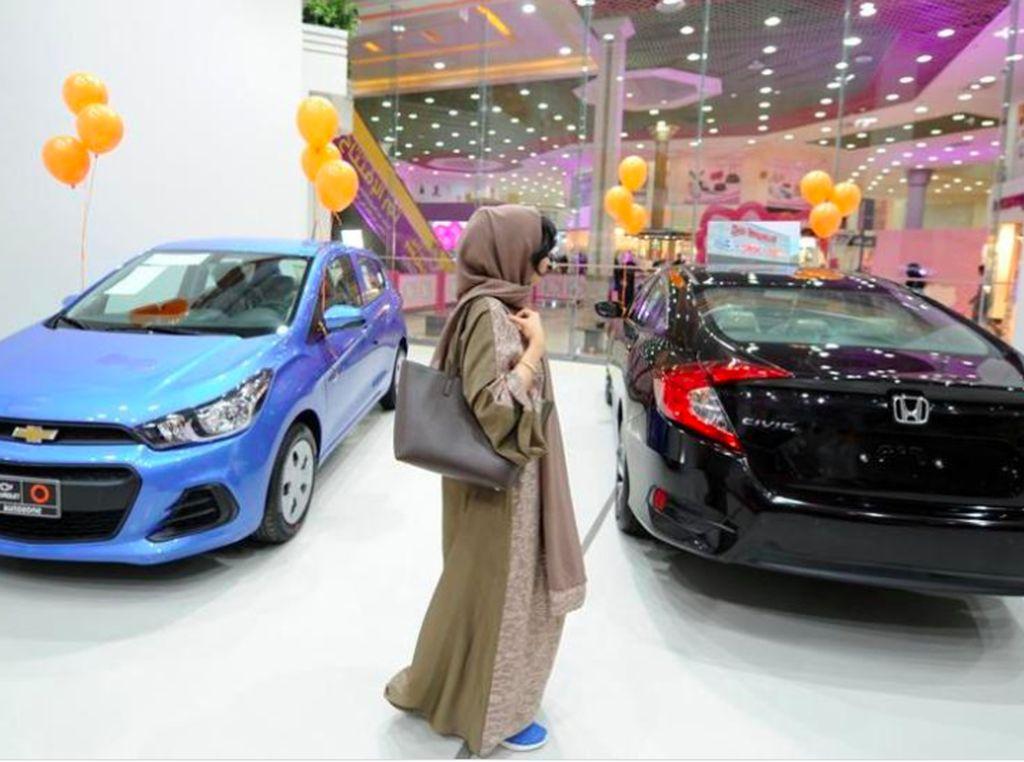 Mengintip Diler Mobil Khusus Wanita di Arab